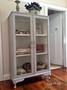 Must Have - Quilt Cabinet