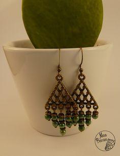 Boucles d'oreilles triangle, bronze et vert : Boucles d'oreille par nadja-boutique