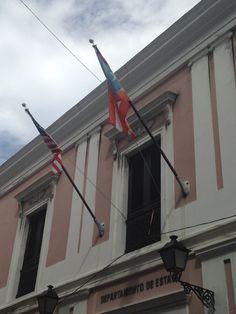 Departamento del estado (10:26am) según el reglamento las banderas estan correctas.