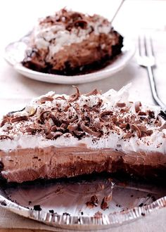 Substitute in the Trader Joe's Gluten Free cookines - Joe's O's version - to make this No Bake Double Chocolate Cream Pie with Oreo Crust No Bake Oreo Dessert, No Bake Chocolate Desserts, Cream Cheese Desserts, Chocolate Pies, Chocolate Cream, Delicious Chocolate, No Bake Desserts, Dessert Recipes, Pie Dessert