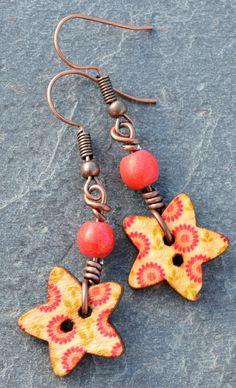 Boucles pour oreilles percées couleur cuivre boutons bois dessins fleurs - Bijoux fantaisie TessNess : Boucles d'oreille par tessness