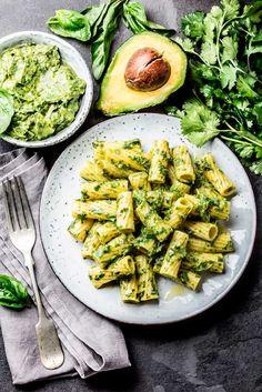 Avokadopasta | Rosa Viini & Ruoka Avocado Mac And Cheese, Avocado Pasta, Healthy Snacks, Healthy Recipes, Easy Recipes, Easy Smoothie Recipes, Cheese Recipes, Ratatouille, Hummus