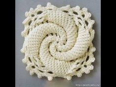 Crochet Squares Patterns This crochet granny square pattern is way too cool! Such an interesting take on a traditional granny square. Free Crochet Square, Crochet Motifs, Crochet Blocks, Granny Square Crochet Pattern, Crochet Squares, Crochet Patterns, Freeform Crochet, Crochet Stitch, Learn Crochet