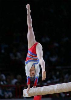 Extreme College Gymnastics Girls Close-Ups Gymnastics Photography, Artistic Gymnastics, Gymnastics Pictures, Sport Gymnastics, Gymnastics Flexibility, Gym Clothes Women, Female Gymnast, Sporty Girls, Athletic Women