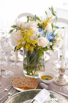 Floral & Fresh table decor flowers colors wedding decoration sea theme wedding by the sea marry abroad #villasaopaulo #arribabythesea #thequinta #coconutsbythesea