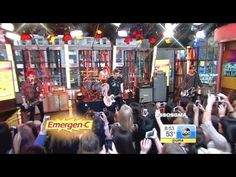 [HD] 5 Seconds Of Summer - She Looks So Perfect - GMA calum has lukes guitar i died