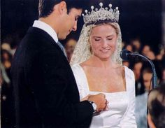 The Alba diamond and pearl tiara was later worn by Eugenia, Cayetana's only daughter, and youngest child. Eugenia Martinez de Irujo, Duchess of Montoro, married Francisco Rivera Ordonez on 23 October 1998 Royal Crowns, Royal Tiaras, Tiaras And Crowns, Infanta Margarita, Belle Epoque, Adele, Royal Marriage, Spanish Royalty, Queens Jewels