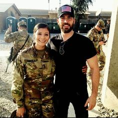 Chris evans shared his big night at the oscars with his sister and missswan22 i got to meet captain america chrisevans m4hsunfo