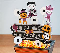 Add some spookiness to your table with this eye catching centerpiece!