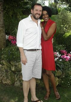 This is such a sweet photo ♡ Ben Miller who played Richard Poole and Sara Martins who plays Camille Bordey ♡ Cozy Mysteries, Murder Mysteries, Mystery Tv Shows, Sara Martins, Callum Keith Rennie, Death In Paradise, Laurence Fox, Shaun Evans, Tv Detectives