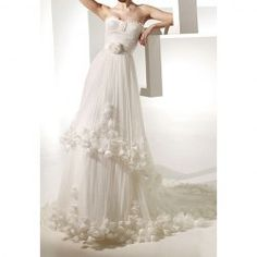 $157.38 Charming Sweetheart Neck Flower and Leaf Shape Design Flounce Chapel Train Wedding Dress