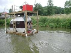 Now that is a small redneck houseboat! Ingenious tho, lol. http://laughshop.com/small-redneck-houseboat/