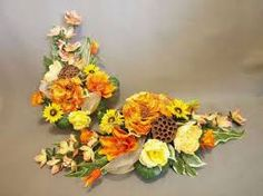 Znalezione obrazy dla zapytania stroiki na cmentarz galeria Vence, Floral Arrangements, Floral Wreath, Wreaths, Decor, All Saints Day, Floral Swags, Decorating, Flower Crowns