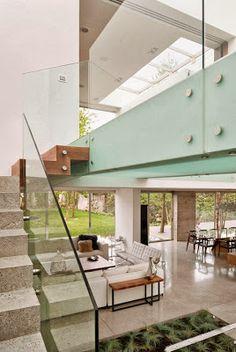 ........................................................................ Mansion moderna, desarrollada en hormigon , madera y vidrio, con...