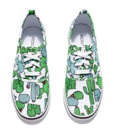 Cactus pattern sneakers // from h&m Pantofi sport Crazy Shoes, Me Too Shoes, Sock Shoes, Shoe Boots, Shoe Art, Painted Shoes, Custom Shoes, Ballerinas, Nike Shoes