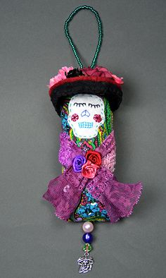 Dotee Doll: Love the dress/outfit.but not the face. too skull-ish Fiber Art Jewelry, Textile Jewelry, Fabric Crafts, Sewing Crafts, Clothespin Dolls, Tiny Dolls, Sewing Dolls, Knitted Dolls, Fabric Dolls