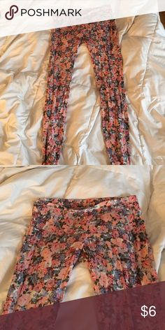 Floral leggings Leggings with pink and blue floral pattern Love Culture Pants