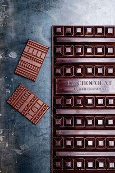 Les tablettes de chocolat de la Manufacture de chocolat Alain Ducasse.