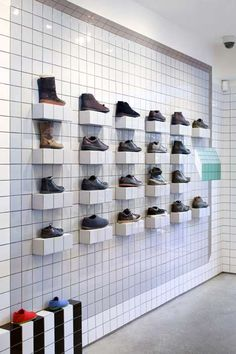 Camper shoe store London by Tomas Alonso Shop Interior Design, Retail Design, Shoe Store Design, Camper Store, Vintage Store, Design Commercial, Shoe Wall, Shoe Display, Display Wall