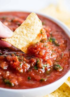 Restaurant Style Salsa - Made in the blender in less than 10 minutes! Easy, authentic and full of flavor. This is seriously the best salsa recipe out there!