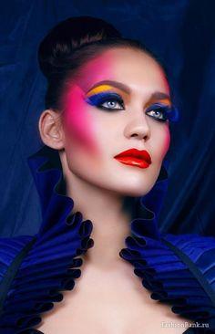 Colorful make-up! in 2019 макияж, идеи макияжа. 80s Makeup, Makeup Art, Beauty Makeup, Hair Makeup, Catwalk Makeup, Runway Makeup, Art Visage, High Fashion Makeup, Beauty Hacks Video