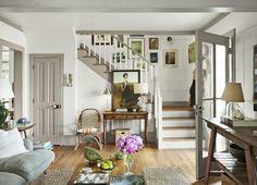 Decoração de sala com escada #sala #livingroomideas #livingroom