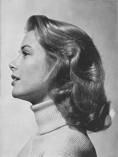 Princess Grace Foundation - Grace Kelly - American actress who, after marrying Prince Rainier III, became the Princess of Monaco. Moda Grace Kelly, Grace Kelly Style, Grace Kelly Fashion, Grace Kelly Films, Rita Hayworth, Timeless Beauty, Classic Beauty, Classic Hollywood, Old Hollywood