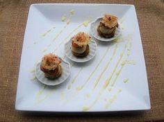 Recette de Saint Jacques poêlées sur endives caramélisées, tuiles parmesan baies rose, et beurre blanc à l'orange : la recette facile