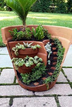 Creative Garden Ideas 543317142546817345 - Gorgeous DIY Fairy Garden Ideas Source by lareez Broken Pot Garden, Fairy Garden Pots, Indoor Fairy Gardens, Dish Garden, Herb Garden, Small Garden Tools, Garden Tool Storage, Diy Garden Projects, Garden Crafts