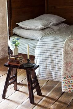 Cottage as seen in World of Interiors - Houses for Rent in Carmarthen, United Kingdom World Of Interiors, Rustic Home Interiors, Cottage Interiors, Home Bedroom, Bedroom Decor, Bedroom Ideas, Decorating Bedrooms, Bedroom Signs, Master Bedrooms