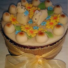 simnel cake recipe - Google Search Simnel Cake, Easter Biscuits, Spring Cake, Egg Decorating, Edible Flowers, Easter Eggs, Cake Recipes, Cakes, Torte