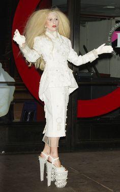Richard Branson excitado com o Desempenho Espacial de Lady Gaga  Richard Branson excitado com o Desempenho Espacial de Lady Gaga O proprietário da Virgin Galactic não pode esperar para ver o que ela vai usar… O multi-milionário Richard Branson – dono da Virgin Galactic – revelou que está animado sobre os próximos espectáculos no Espaço de Lady Gaga.  http://gagicrc.com/media/famosos/richard-branson-excitado-com-o-desempenho-espacial-de-lady-gaga/