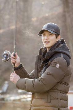 "[STARCAST] ""This guitarist will steal your heart"". Lee Jong Hyun in a true fishing story (Code Name BLUE①) Gong Seung Yeon, Lee Jong Hyun Cnblue, Kang Min Hyuk, Lee Jung, Jung Yong Hwa, Asian Actors, Korean Actors, Happy Fishing, Love Songs 2017"