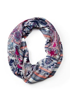This infinity scarf is a travel and everyday essential #ReitmansJeans #Reitmans #InfinityScarf #Style #Multicolour #Colourful #Multicolor #Colorful
