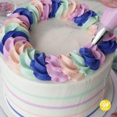 Cake Decorating For Beginners, Creative Cake Decorating, Cake Decorating Videos, Cake Decorating Techniques, Creative Cakes, Cookie Decorating, Cake Decorating Frosting, Frosting Tips, Cake Piping Techniques