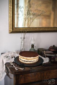 Tiramisu Torte This tiramisu cake is probably the tastiest version of a tiramisu and an absolute summer hit. Chocolate Tiramisu, Tiramisu Cake, Bridal Shower Cakes, Floral Cake, Wedding Cake Designs, Food Lists, Cake Toppers, Cake Recipes, Food And Drink
