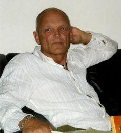 Henrik Juul Jensen  (f . 1943), forfatter, journalist og cand.mag. Han har arbejdet som underviser, som musiker, som konsulent for miljøorganisationen NOAH, som leder af et integrationscenter for indvandrere og flygtninge og som redaktør og journalist på månedsbladet PRESS. Som freelancer har han lavet en række interview, dokumentarer og montager, især til Danmarks Radio.