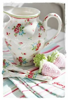 """Sommerhusliv all year : GreenGate """"Claire"""" creamer & spoons"""