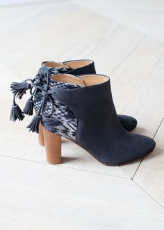 Sézane - Bottines High Farrow Pompons Low Boots, Ankle Boots, Look Fashion, Fashion Shoes, Sock Shoes, Shoes Heels, Fall Winter Shoes, Outfits With Converse, Pom Poms