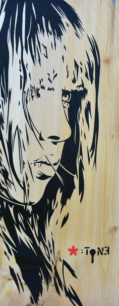 """Visage-4.  Pochoir sur bardeau de Cèdre blanc. 41 x 16 cm. Face-4. Stencil on white cedar shingle. 16"""" x 6 1/4"""". www.t-pakap.net"""