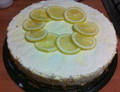 Tarta de mousse de limón con gelatina de gin tonic y base de galleta