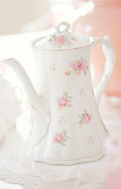 Pretty in pink teapot  http://www.79ideas.org/2011/05/most-beautiful-tea-party.html#.UvLozRbaZz8