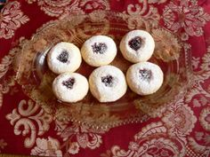 This is one of my favorite cookies. It's from my Swedish Grandma. Very tender and rich. Vanilla Cookie Recipe, Vanilla Cookies, Cookie Recipes, December 2014, Muffin, Breakfast, Recipes For Biscuits, Morning Coffee, Biscuits