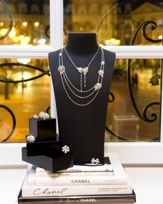 They say diamonds are a girl's best friend; we say CHANEL diamonds (and pearls) are a girl's best friend. Every inch of CHANEL Joaillerie is a nod to Coco I Love Jewelry, Jewelry Shop, Jewelry Accessories, Fine Jewelry, Jewelry Design, Designer Jewellery, Chanel Necklace, Chanel Jewelry, Jewelery