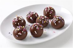 Banana Cake Balls Ingredients:   1/2 C. milk, 1 pkg. JELL-O Vanilla Instant Pudding, 1 banana, mashed, 1 pkg. (10.75 oz.) frozen pound cake, thawed, crumbled into fine crumbs, 3 pkg.(4.4 oz. each) milk chocolate bars, 2 T. sprinkles. Directions: Stir milk and pudding mix in bowl until mix is moistened. Add banana and crumbs; mix well. Shape into 1-inch balls; place on wax paper. Freeze 1 hour. Melt chocolate in bowl 1-1/2 min., stirring after 1 min. Dip balls. Top immediately with sprinkles.