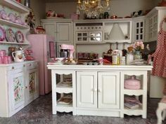 Maison Miniatures: April 2013