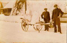 Asten. Links is Harrij van Goch Rechts is Cor van Goch Melkventer, melkfabriek Oude Molen te Asten. Foto genomen plm 1938 voor woonhuis in Heesakkerweg