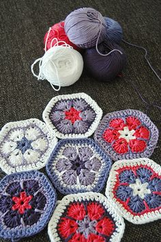 Great colors - crochet hexagons in african flower motif - Beautiful! Crochet Motifs, Crochet Blocks, Crochet Squares, Crochet Stitches, Granny Squares, Crochet Granny, Love Crochet, Diy Crochet, Crochet Crafts