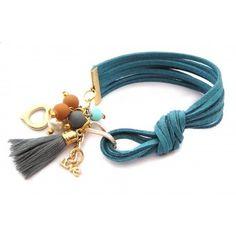 Pulsera con Perlas, Gamuza y Motita Tassel Jewelry, Leather Jewelry, Wire Jewelry, Jewelry Crafts, Beaded Jewelry, Jewelery, Jewelry Bracelets, Silver Jewellery, Handmade Bracelets