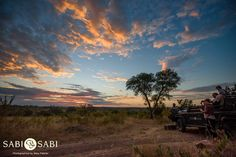 A wonderful view as guests prepare to enjoy sundowners in the African Bush. Private Games, Game Reserve, South Africa, Safari, Beautiful Places, Country Roads, Nature, African, Clouds
